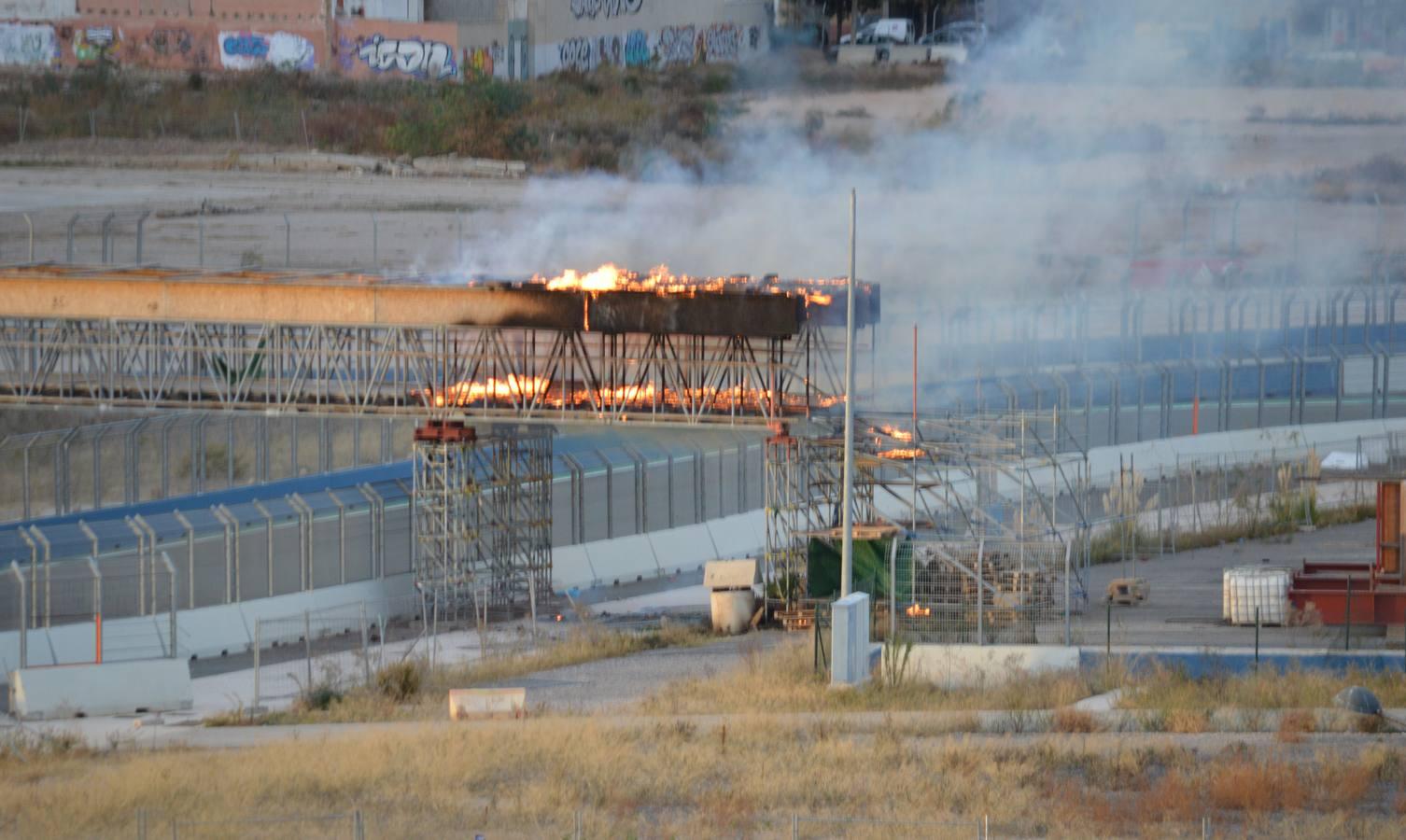 Circuito Urbano Valencia : Arde una de las pasarelas abandonadas del antiguo circuito urbano