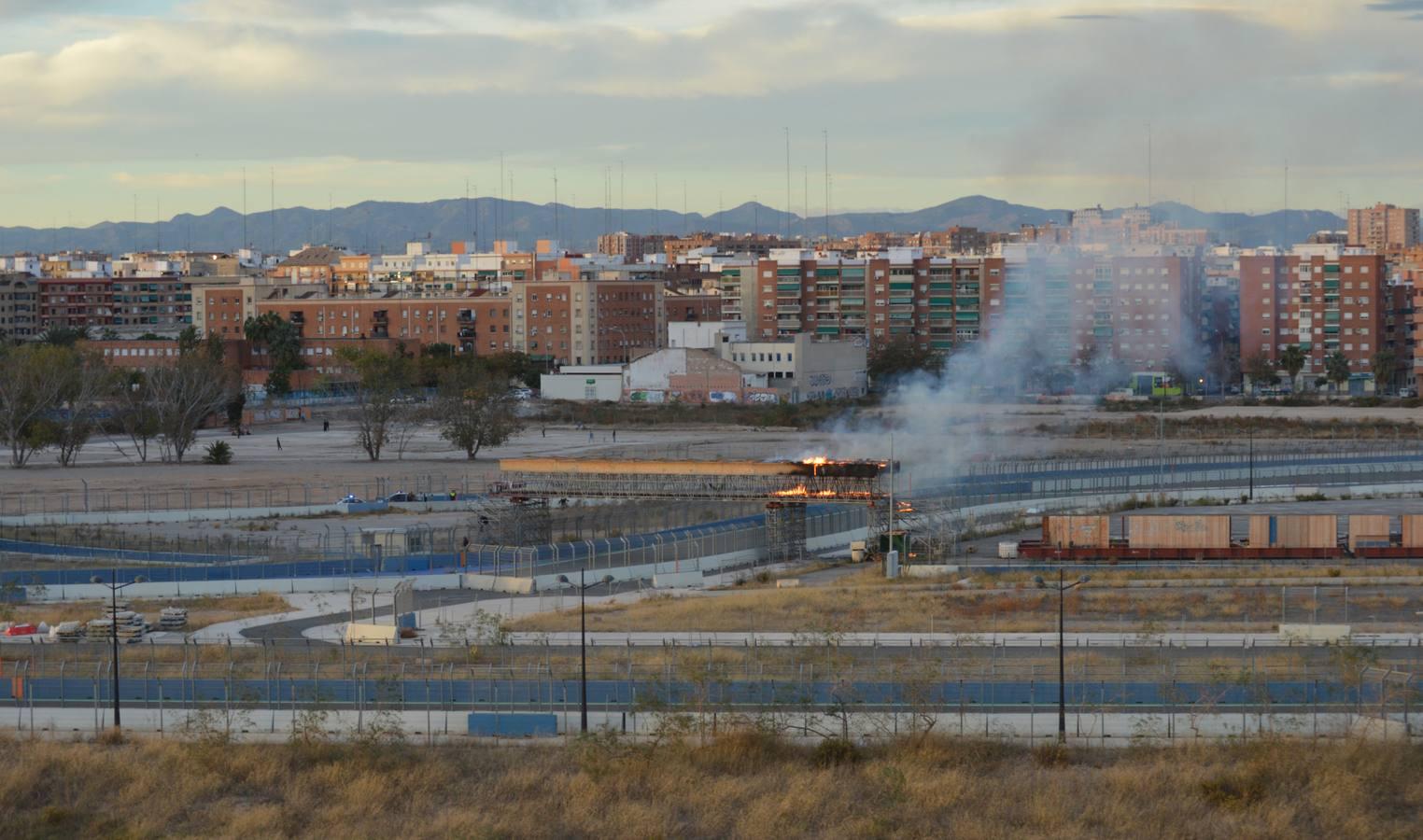 Circuito Urbano Valencia : Se quema parte del circuito de f de valencia forocoches