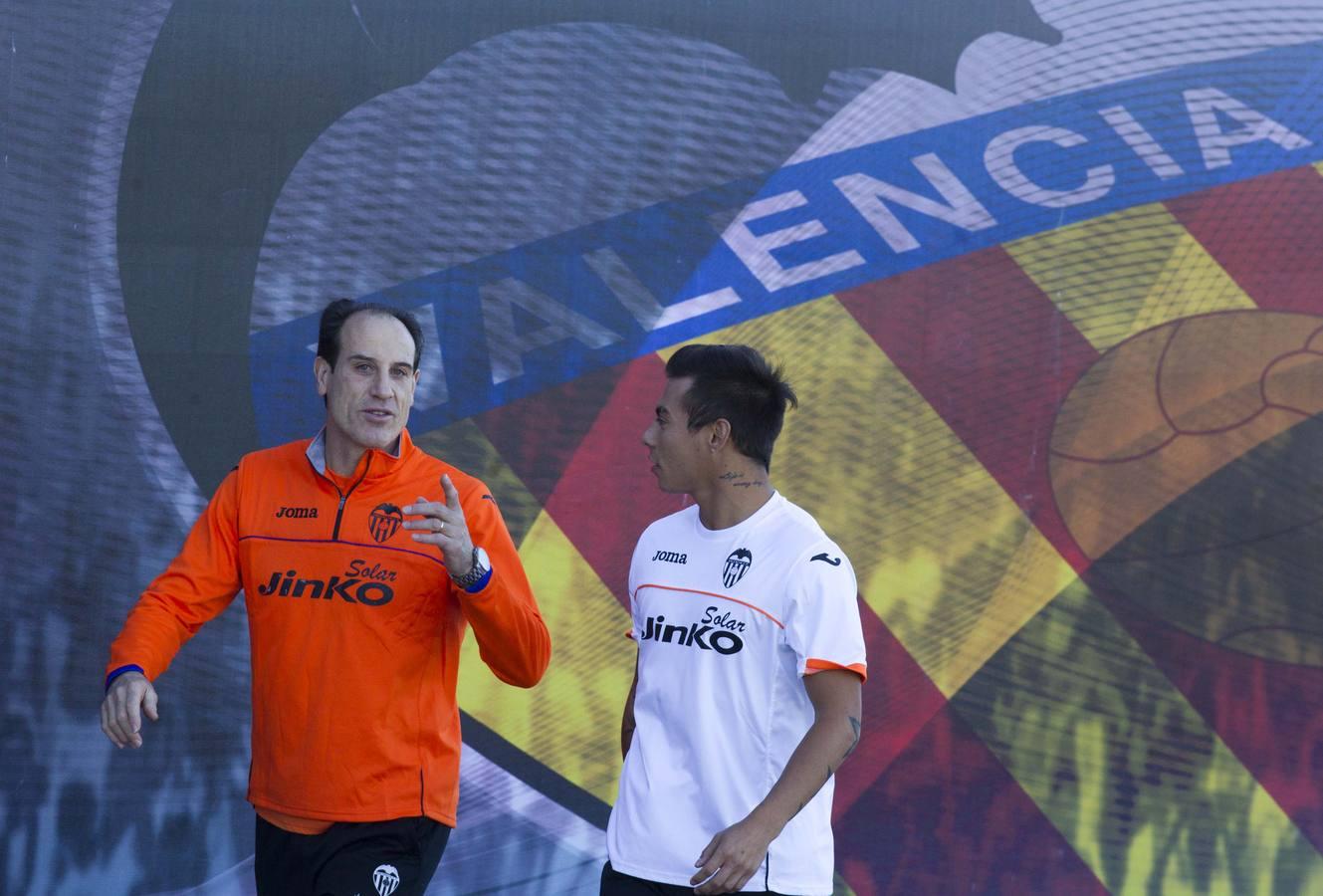Así ha sido el primer entrenamiento de Vargas con el Valencia