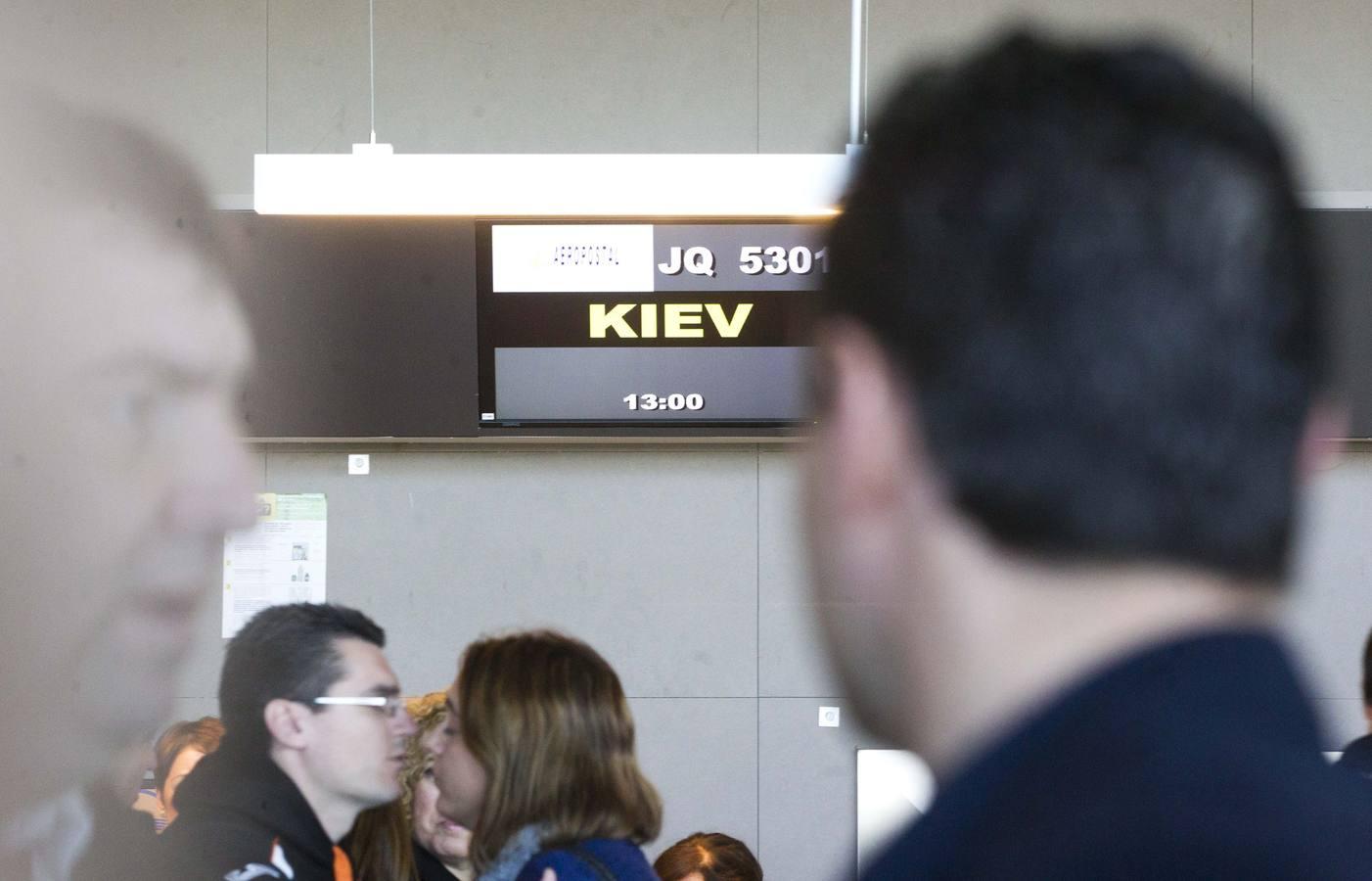 La tensa espera del Valencia en el aeropuerto de Manises