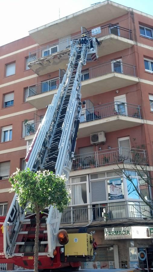 Un desprendimiento de cascotes en una finca de Dénia obliga a intervenir a los bomberos