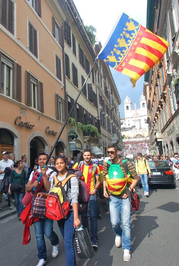 Jóvenes valencianos acuden a la canonización de los papas Juan XXIII y Juan Pablo II